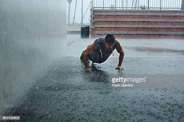 rainy day workout - 耐久力 ストックフォトと画像