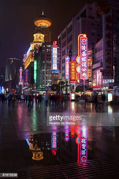 rainy night in busy street of shanghai - nanjing road stock pictures, royalty-free photos & images