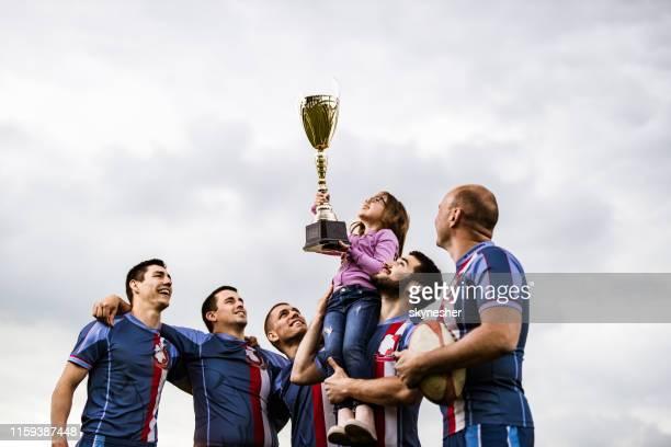 levante o troféu, querida! - trophy - fotografias e filmes do acervo