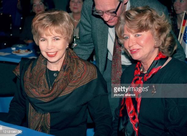 Raissa Gorbatschowa , die Ehefrau des ehemaligen Präsidenten der UdSSR, und Barbara Genscher, Ehefrau des früheren Bundesaussenministers...