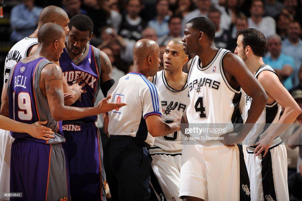 Raja Bell of the Phoenix Suns talks to Tony Parker of the San