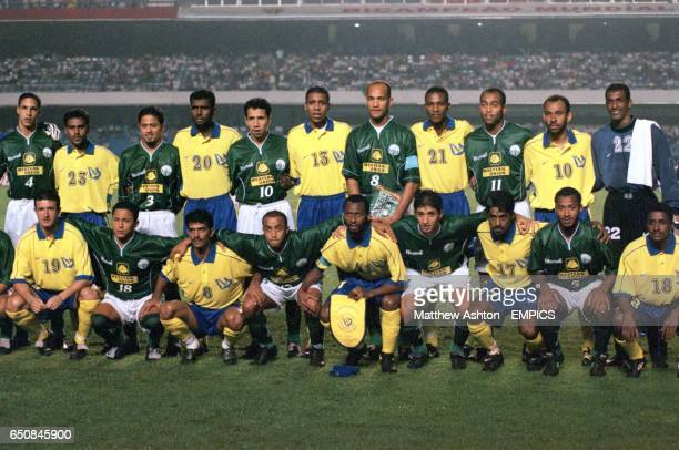 Raja Casablanca and Al Nassr players in a team group
