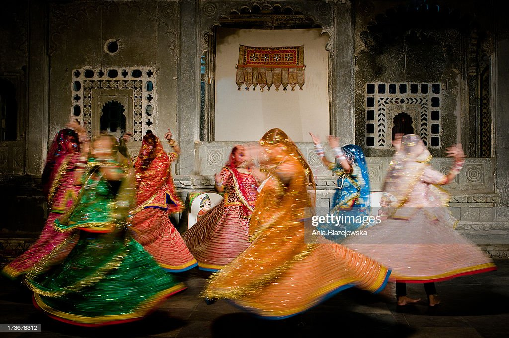 Women performing traditional Rajasthani dances in Udaipur.