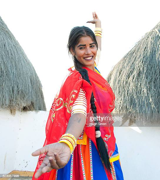 rajasthani female dancer in the thar desert - hugh sitton stock pictures, royalty-free photos & images