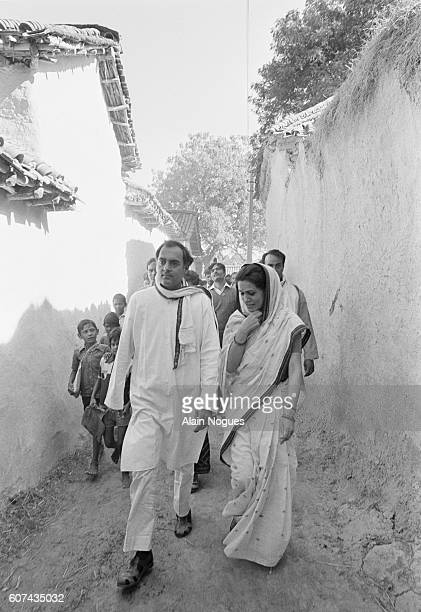 Rajiv Gandhi and his Italianborn wife Sonia campaign in the Indian city of Amethi