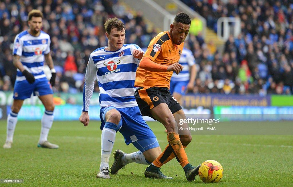 Rajiv van La Parra of Wolverhampton Wanderers and Jake Cooper of Reading during the Sky Bet Championship match between Reading and Wolverhampton Wanderers on February 6, 2016 in Sam Bagnall - AMA/Getty Images) *** Jake Cooper;Rajiv van La Parra