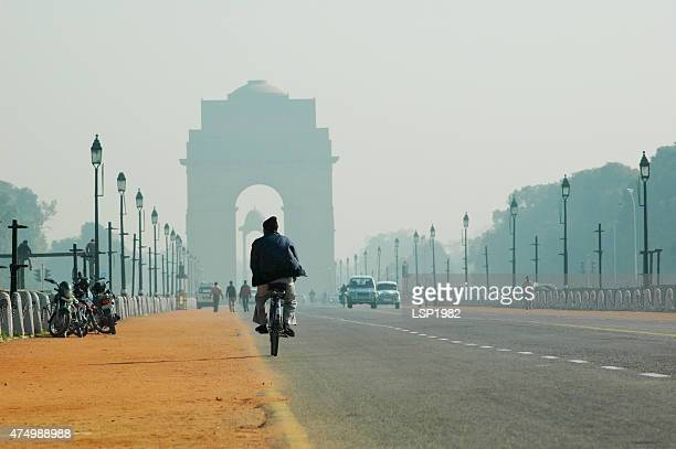 rajpath boulevard and india gate in new delhi, india. - pollution stock pictures, royalty-free photos & images