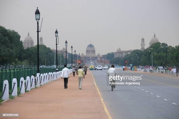 """rajpath (kingsway), """"ceremonial axis"""" of new delhi, india - argenberg fotografías e imágenes de stock"""