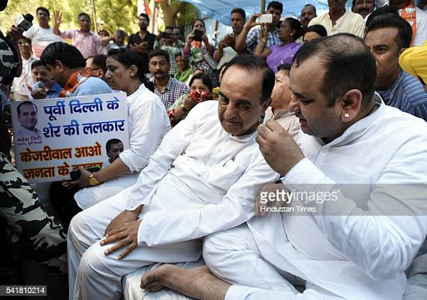 Rajya Sabha MP Subramanian Swamy joins Bharatiya Janata Party MP Mahiesh Girri during his indefinite fast outside the residence of Delhi Chief...