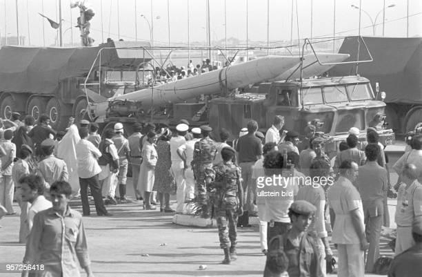 Raketen auf Fahrzeugen bei einer Militärparade in Bengasi im September 1979 anlässlich des 10 Jahrestages des Sturzes der Monarchie