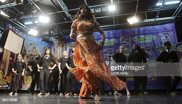 Rakhi Sood Bollywood choreographer at Actor Prepares UK Europe leads school children in a dance class during a photocall in London on January 14 2009...