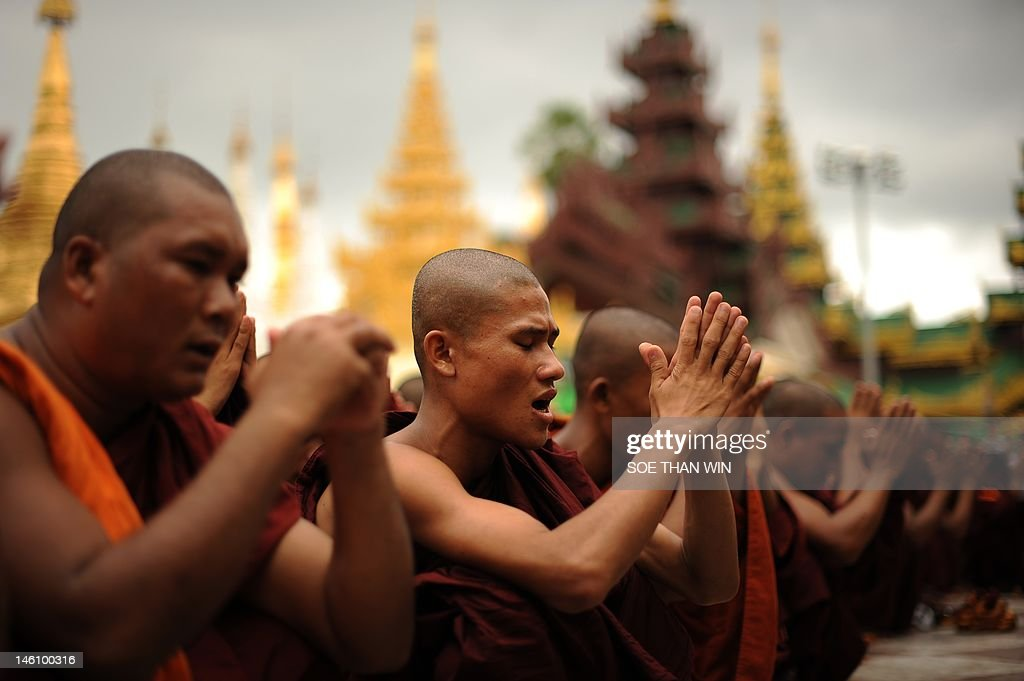Rakhine Buddhist monks pray as hundreds  : News Photo