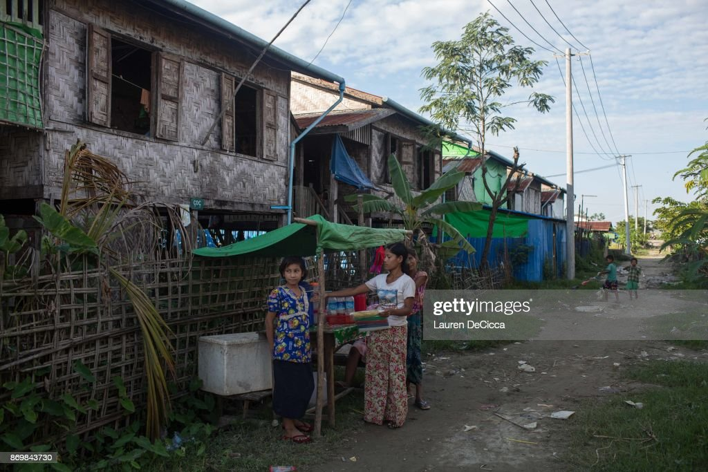 Myanmar Citizens Take Shelter During The Violence In Rakhine State : News Photo