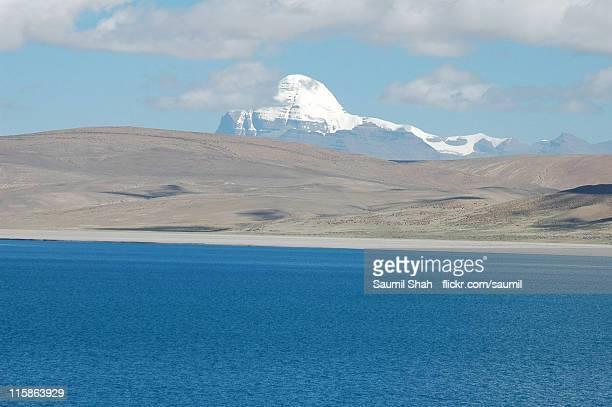 rakshas lake and mt. kailash - mt kailash stock pictures, royalty-free photos & images