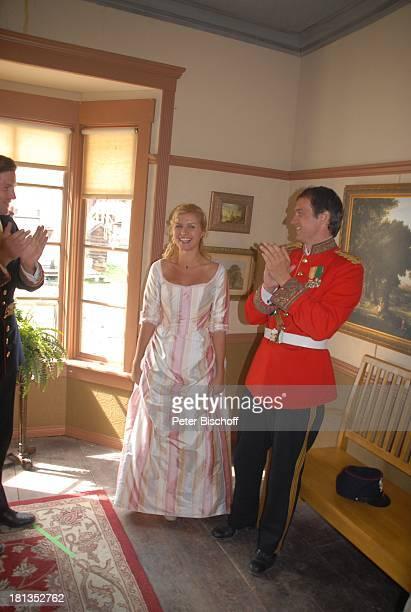 """Ralf Bauer , Jessica Boehrs, ZDF-Reihe """"Im Tal der wilden Rosen"""", Folge 3: """"Gipfel der Liebe"""", am Set, Calgary, Alberta, Kanada, Nordamerika, Kostüm,..."""