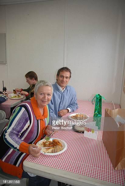 Ralf Bauer Mutter Anna Scheefeld 41 Geburtstag von Ralf Bauer am Rande der Dreharbeiten zur ZDFReihe 'Im Tal der wilden Rosen' Folge 3 'Gipfel der...