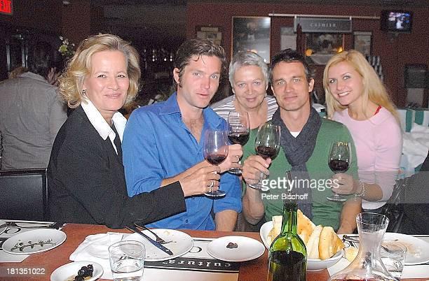 Ralf Bauer Mutter Anna Scheefeld Claudia Rieschel Peter Ketnath Jessica Boehrs Geburtstagsfeier zum 41 Geburtstag von Ralf Bauer am Rande der...