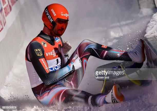 Ralf Palik kommt neben seinem Schlitten in den Zielauslauf waehrend der FIL Rodel Weltmeisterschaft der Herren am 29 Januar 2017 in Innsbruck Igls