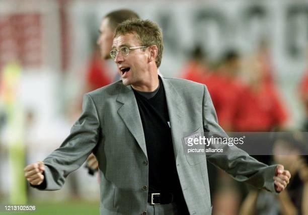 Ralf Rangnik Trainer vom VfB Stuttgart ist am im Stuttgarter GottliebDaimlerStadion bei einer Erstbundesligabegegnung gegen Bayer 04 Leverkusen...