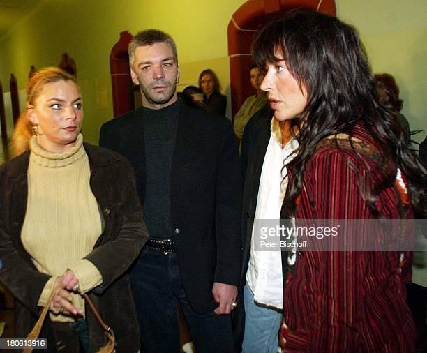 Ralf Rocchigiani (Bruder von Rocky , Schwester Claudia Rocchigiani, und Rockyœs -Ehefrau Christine Rocchigiani vor dem Gerichtssaal, Amtsgericht,...