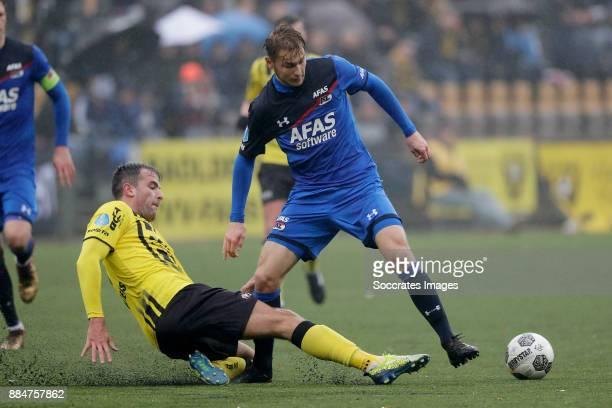 Ralf Seuntjens of VVV Venlo Teun Koopmeiners of AZ Alkmaar during the Dutch Eredivisie match between VVVvVenlo AZ Alkmaar at the Seacon Stadium De...