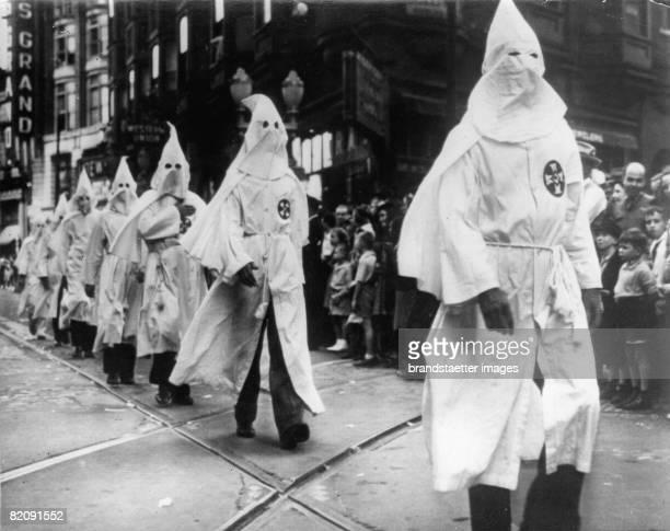 Ralley of the Ku Klux Klan in Atlanta Georgia Photogaphy May 5th 1939 [Umzug des Ku KLux Klans in der Stadt Atlanta Georgia Photographie Mai 1939]