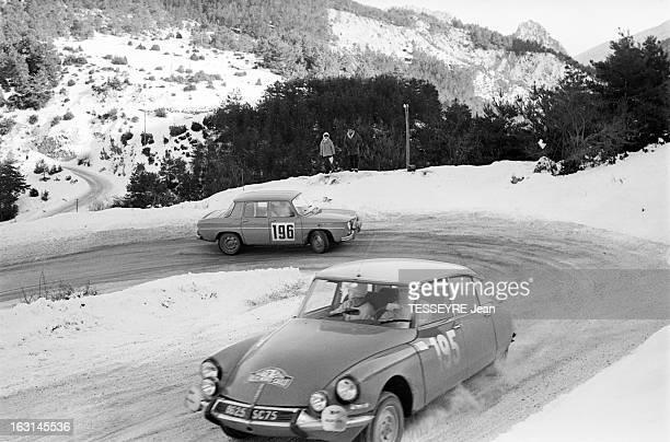 Rally Monte Carlo 1966 21 janvier 1966 le Rallye de MonteCarlo 1966 Sur une route de montagne enneigée la Citroën DS 21 pilotée par le finlandais...
