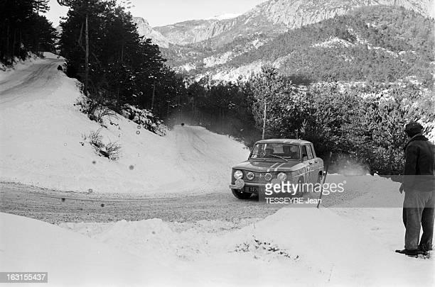 Rally Monte Carlo 1966 21 janvier 1966 le Rallye de MonteCarlo 1966 Sur une route de montagne enneigée une R8 Gordini pendant la course