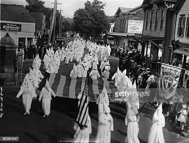 Rally of the Ku Klux Klan in Long Branch, New Jersey, Photograph, April 7th 1924 [Aufmarsch des Ku Klux Klans in Long Branch, New Jersey,...