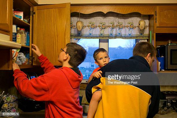 Ralph Case starts dinner with his sons Gavin left and Mason four center at his home in North Canton Ohio on March 6 2016 While running his own...