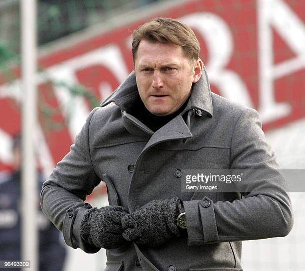 Ralph Hasenhuettl coach of Unterhaching during the 3Liga match between SpVgg Unterhaching and Bayern Muenchen II at the Generali Sportpark on January...