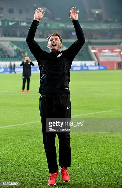 Ralph Hasenhuettl head coach of Leipzig celebrates after the Bundesliga match between VfL Wolfsburg and RB Leipzig at Volkswagen Arena on October 16...
