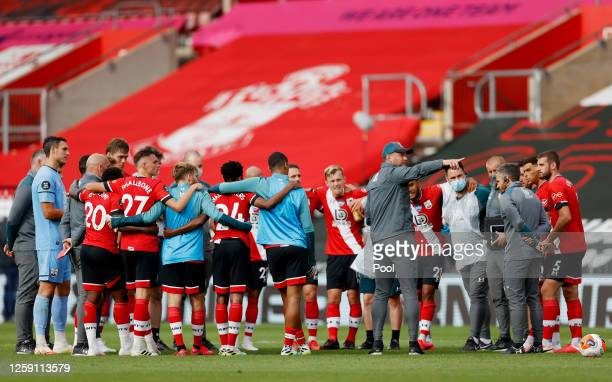 Ralph Hasenhuttl Manager of Southampton speaks with players in a huddle following the Premier League match between Southampton FC and Sheffield...