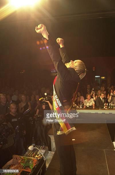 Ralph Schulz Mister Germany Endwahl 2003 Bremen Aladin Bühne Schärpe Auftritt Jubel jubeln Siegerpose Promis Prominenter Prominente