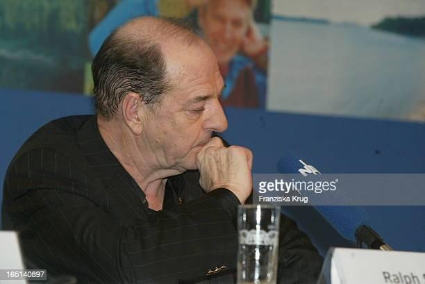 Ralph Siegel Bei Der Abschlusspressekonferenz Über Ihren Sieg Beim Countdown Grand Prix In Kiel