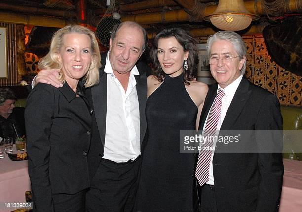 Ralph Siegel , Ehefrau Kriemhild Jahn , Frank Elstner, Lebensgefährtin Britta Gessler, nach der Mozart-Premiere von K R I E M H I L D J A H N,...