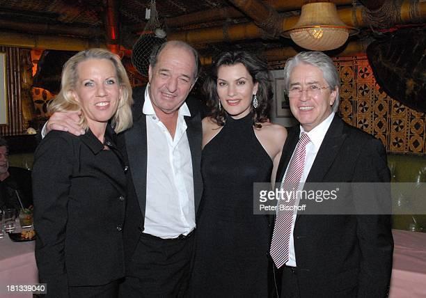 Ralph Siegel Ehefrau Kriemhild Jahn Frank Elstner Lebensgefährtin Britta Gessler nach der MozartPremiere von K R I E M H I L D J A H N Restaurant...