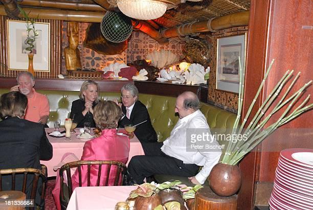 Ralph Siegel Frank Elstner Lebensgefährtin Britta Gessler weitere Gäste nach der MozartPremiere von K R I E M H I L D J A H N Restaurant Trader Vic`s...