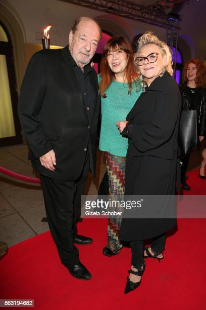 Ralph Siegel Katja Ebstein and Linda G Thompson during the musical premiere of 'Santa Maria' at Deutsches Theater on October 19 2017 in Munich Germany