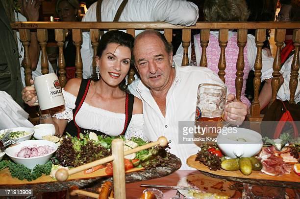 Ralph Siegel Mit Seiner Freundin Kriemhild Beim Stammtisch Nach Am 160906 In Der Käfers Wies'N Schänke Auf Dem Oktoberfest In München