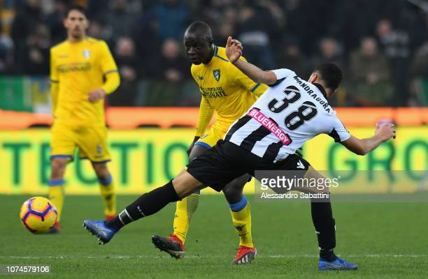 Raman Chibsah of Frosinone Calcio competes for the ball with Rolando Mandragora of Udinese Calcio during the Serie A match between Udinese and...