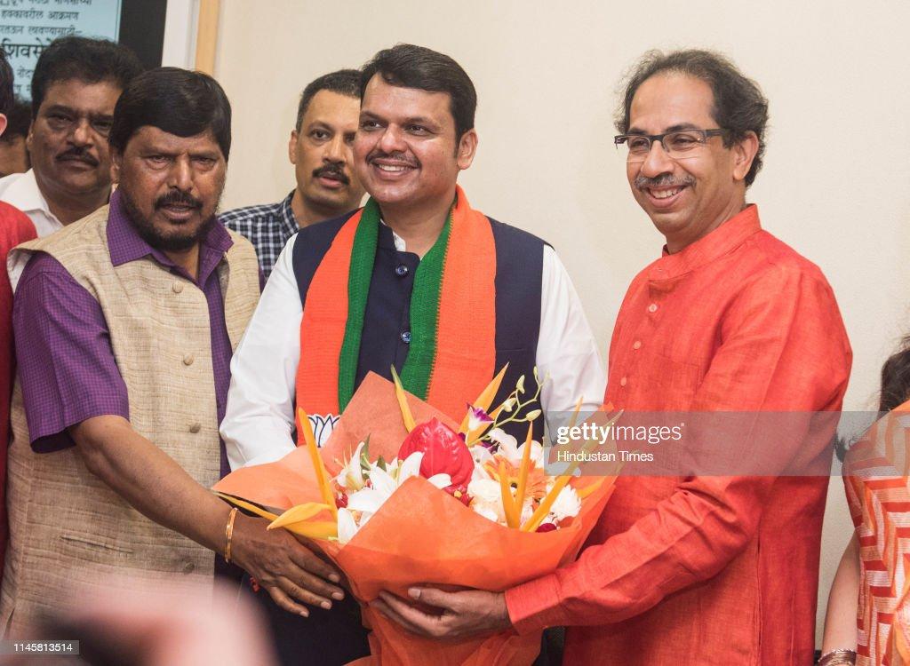 IND: Maharashtra CM Devendra Fadnavis, Shiv Sena Chief Uddhav Thackeray Celebrate NDA's Victory In Lok Sabha Elections