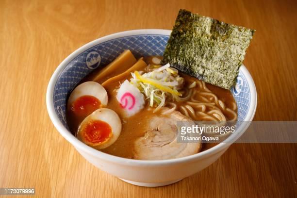 ramen noodle japanese food - ramen noodles stock pictures, royalty-free photos & images
