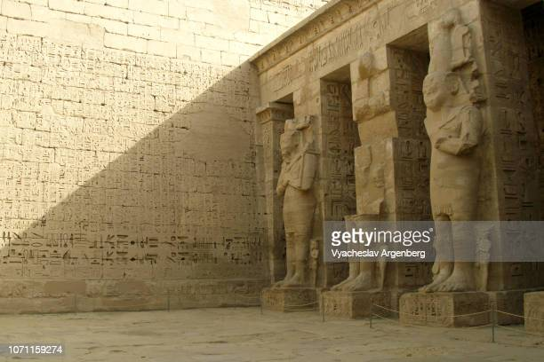 ramessid columns in the peristyle court, medinet habu, egypt - egyptian culture stock pictures, royalty-free photos & images