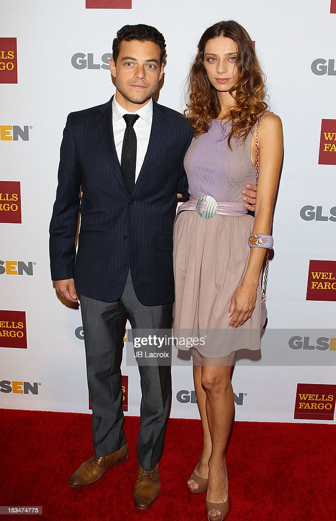 ¿Cuánto mide Angela Sarafyan? - Real height Rami-malek-and-angela-sarafyan-attend-the-8th-annual-gslen-respect-picture-id153474775