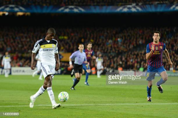 Ramires of Chelsea scores their first goal during the UEFA Champions League Semi Final second leg match between FC Barcelona and Chelsea FC at Camp...