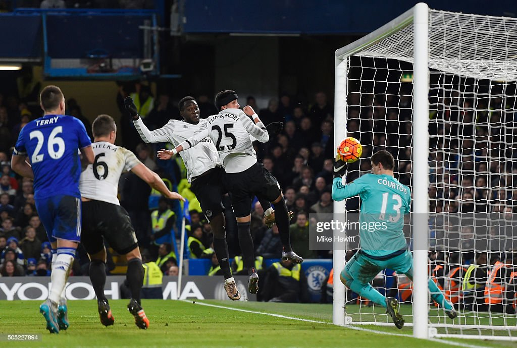 Ramiro Funes Mori (2nd R) of Everton scores his team's third goal past Thibaut Courtois (1st R) of Chelsea during the Barclays Premier League match between Chelsea and Everton at Stamford Bridge on January 16, 2016 in London, England.