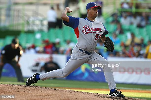 Ramiro Mendoza of Panama pitches against The Dominican Republic during the 2009 World Baseball Classic Pool D match on March 8 2009 at Hiram Bithorn...