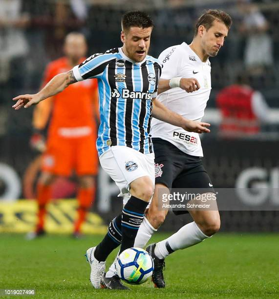 Ramiro of Gremio and Henrique of Corinthians in action during the match for the Brasileirao Series A 2018 at Arena Corinthians Stadium on August 18...