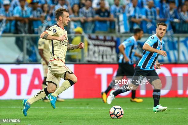 Ramiro of Gremio battles for the ball against Damian Diaz of Barcelona de Guayaquil during Gremio v Barcelona de Guayaquil match part of Copa...